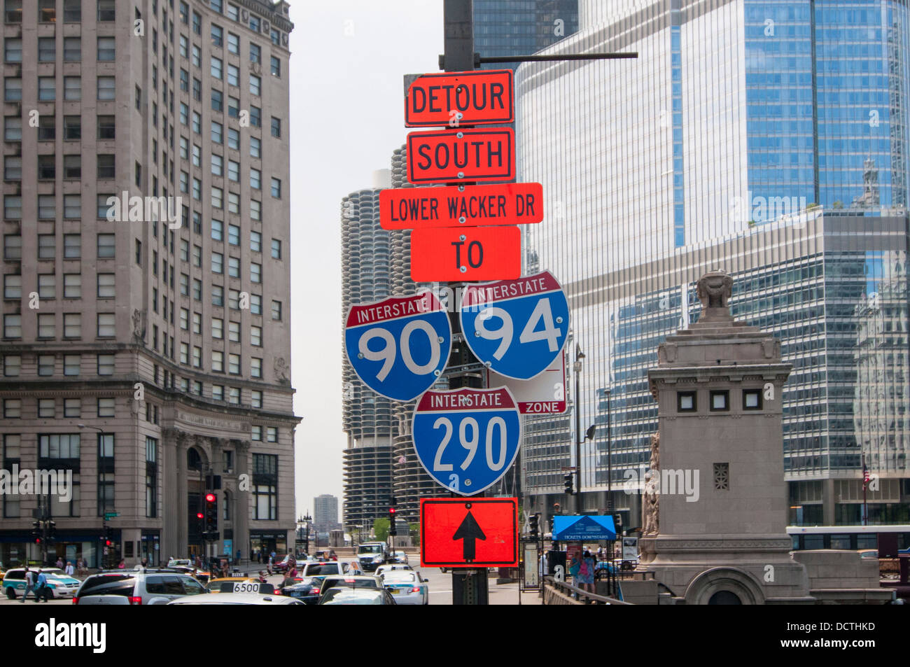 Detour and road signs in Chicago, USA - Stock Image