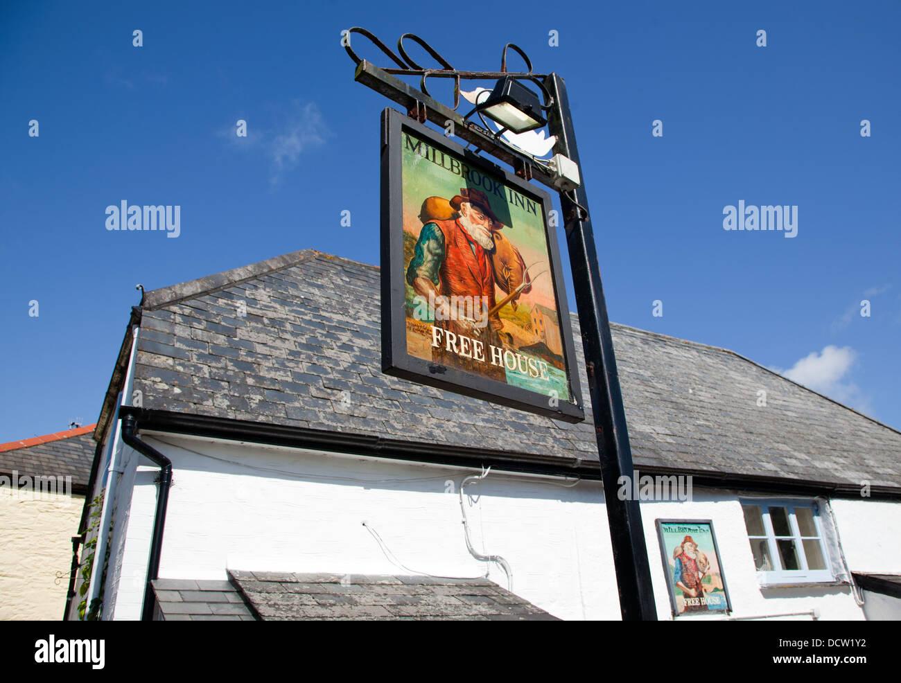 Traditional Village Pub Southpool Devon UK - Stock Image