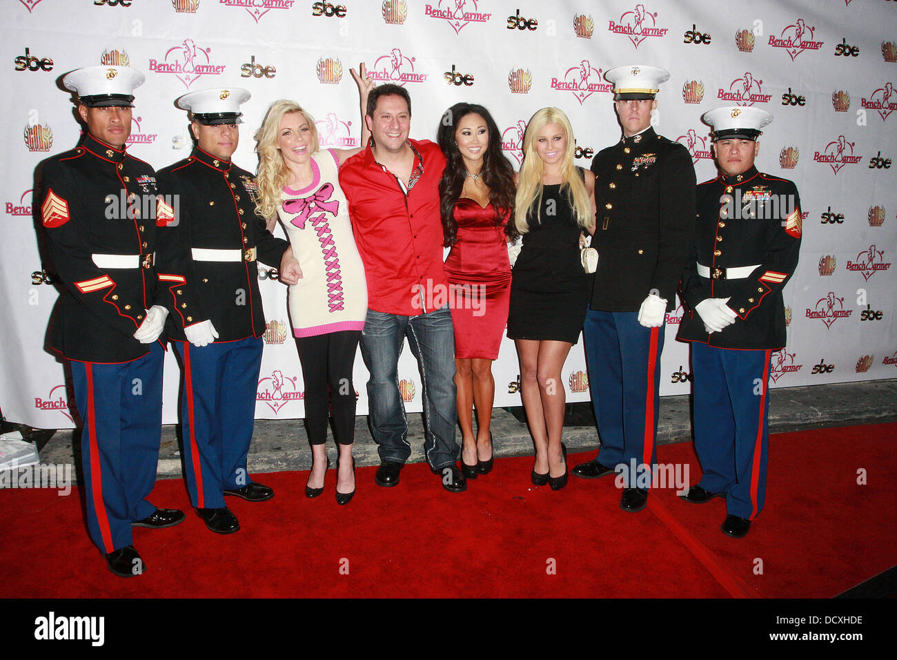 Playboy playmate Crystal Harris (left), Bench Warmer founder Brian Wallos, Candace Kita and Ciara Price (right) - Stock Image