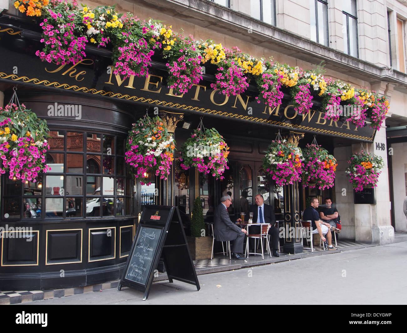 London upscale pub, customers seated outside - Stock Image