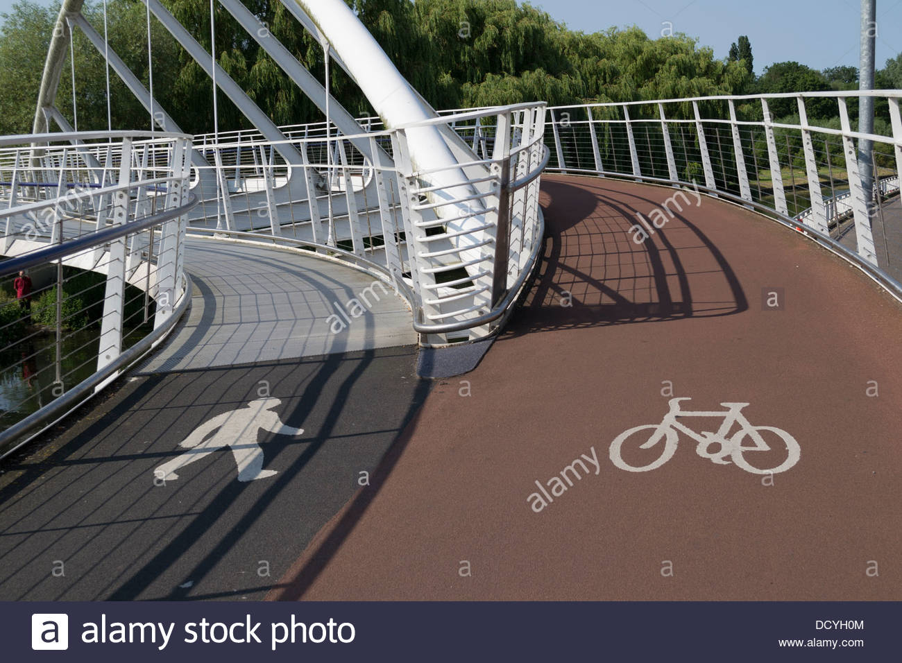 Bridge over the River Cam near Chesterton, Cambridge, with segregation for cyclists and pedestrians - Stock Image