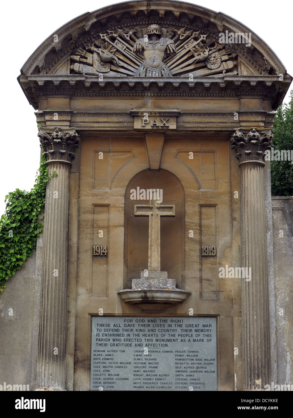 1914-1919 Great War Memorial and cross, Lacock Abbey,Lacock,Wiltshire, England, SN15 Stock Photo
