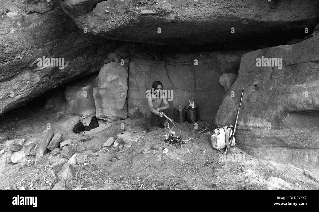 An American hermit living in a sheltering overhang once used by American Indians in the Galisteo Basin near Santa - Stock Image