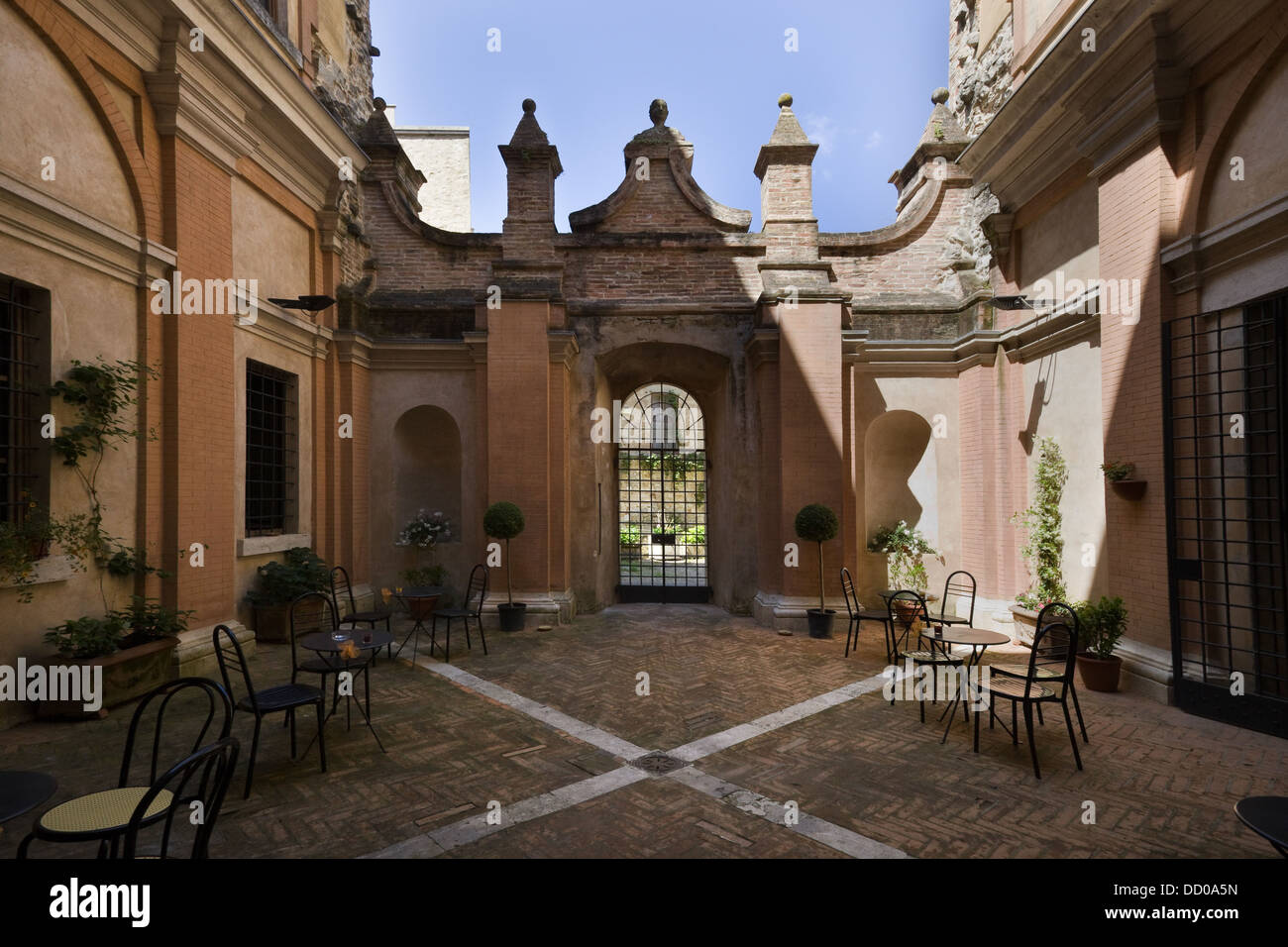 Detail of inner courtyard of Italian Renaissance palazzo, with Stock ...
