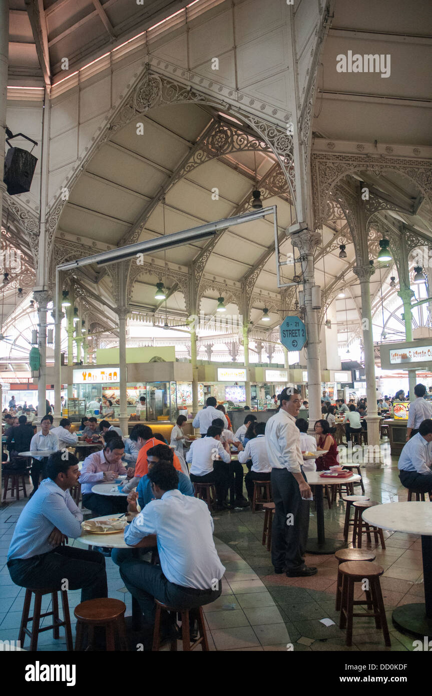 Lunchtime at Lau Pa Sat hawker centre in the Financial District, Singapore - Stock Image