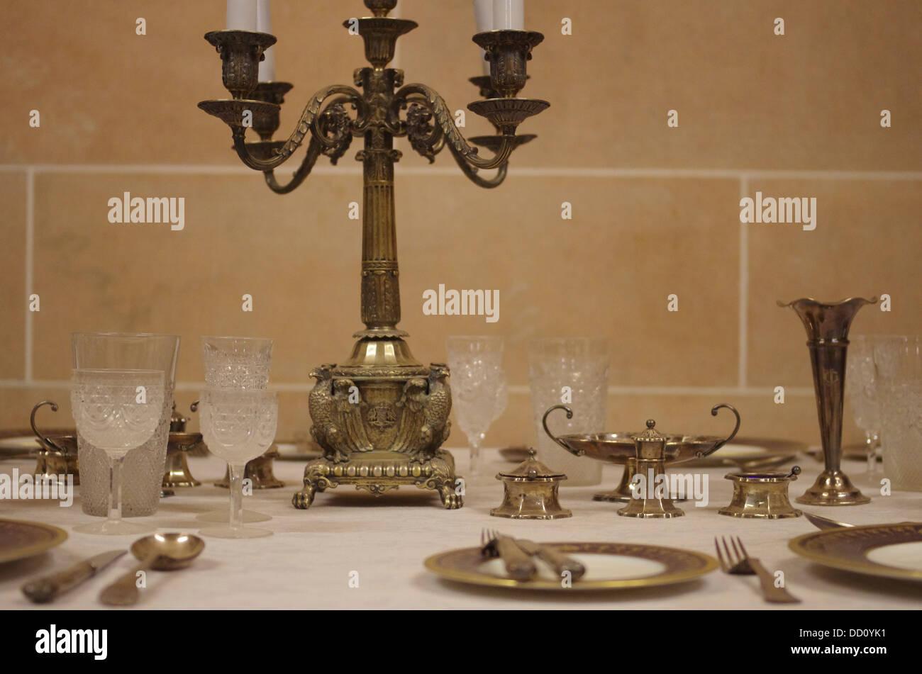 Luxurious table setting at Umaid Bhawan Palace - Jodhpur, Rajashtan, India - Stock Image