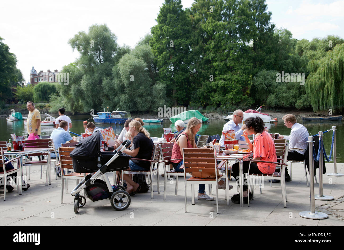 People at Slug & Lettuce Restaurant on Richmond Riverside Cafe - TW9 - London UK - Stock Image