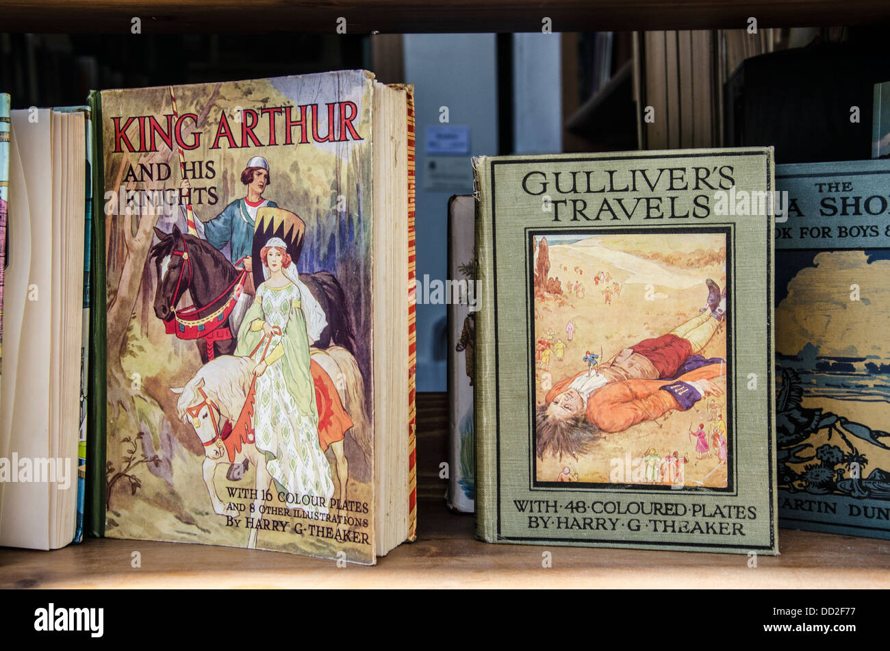 Vintage copies of 'Gulliver's Travels' and 'King Arthur and His Knights' in a secondhand bookshop. - Stock Image