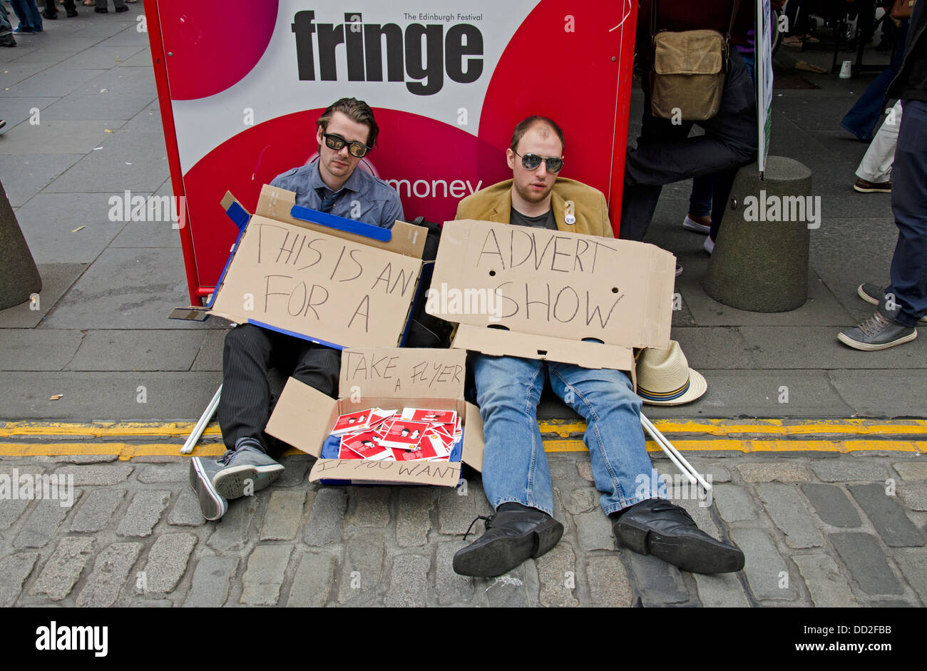 Two lazy performers promoting their show on the Edinburgh Fringe with the minimum of effort. - Stock Image