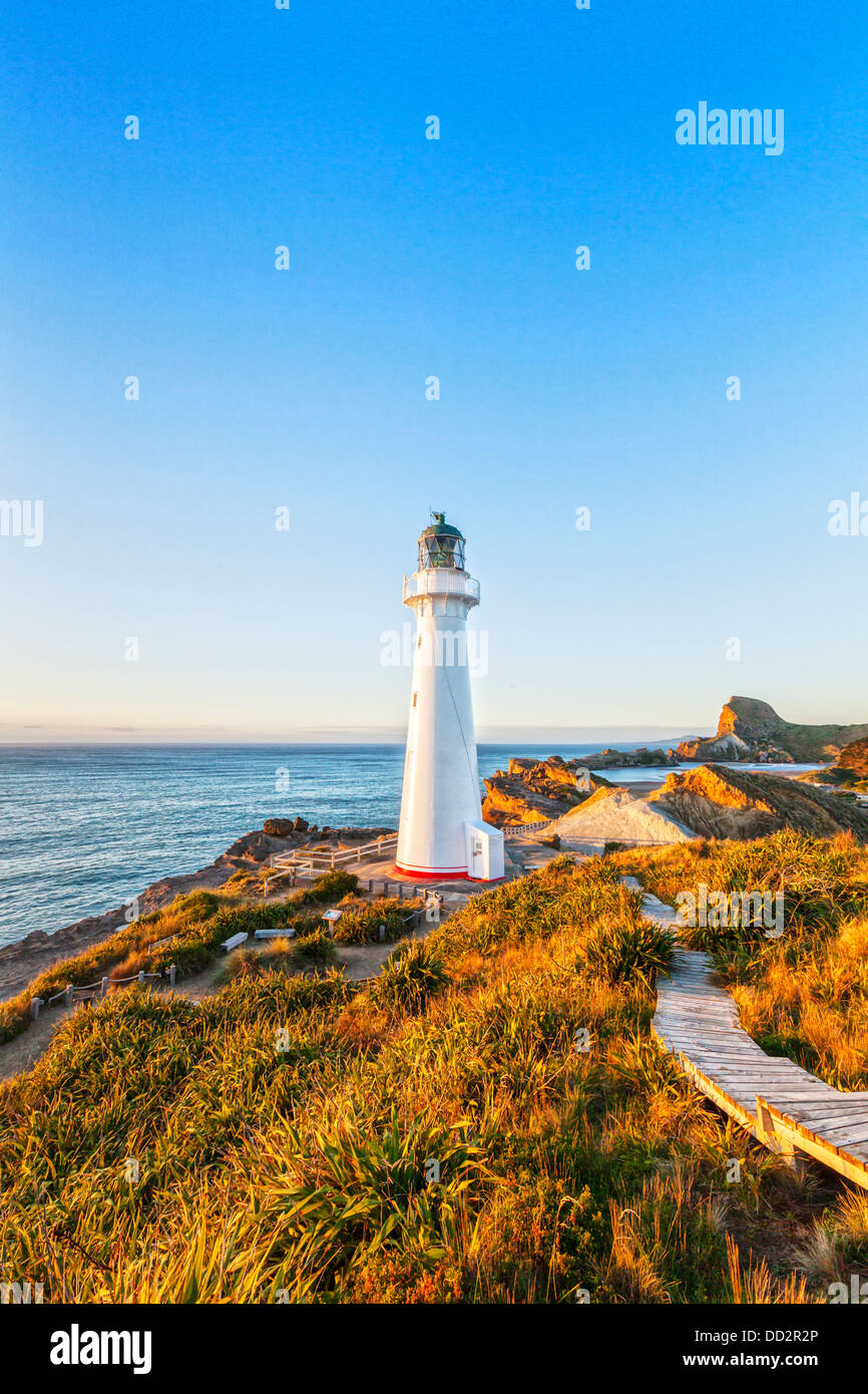 Castlepoint Lighthouse, Wairarapa, New Zealand, at sunrise. - Stock Image
