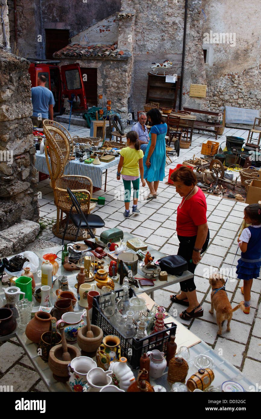 Antiques and collectables on sale in Santo Stefano di Sessanio, Italy. - Stock Image