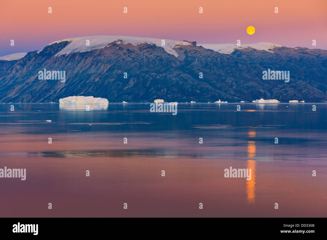 Moonrise in the Røde Fjord, Scoresby sund, Greenland - Stock Image