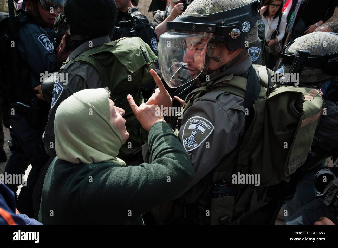 A Palestinian woman confronts Israeli police during clashes on Nakba Day at Damascus Gate. - Stock Image
