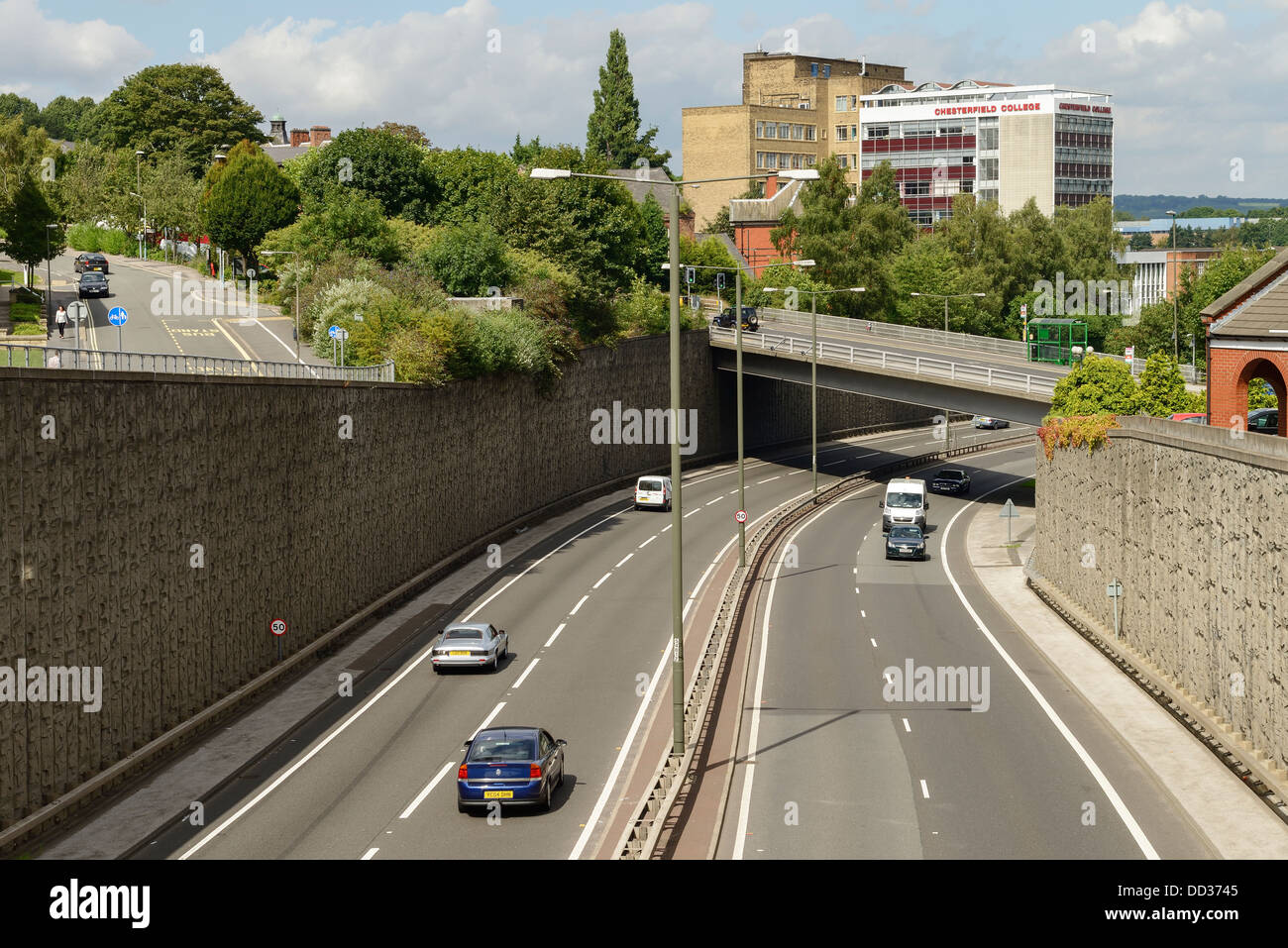 The A61 dual carriageway through Chesterfield with the college building in the background - Stock Image