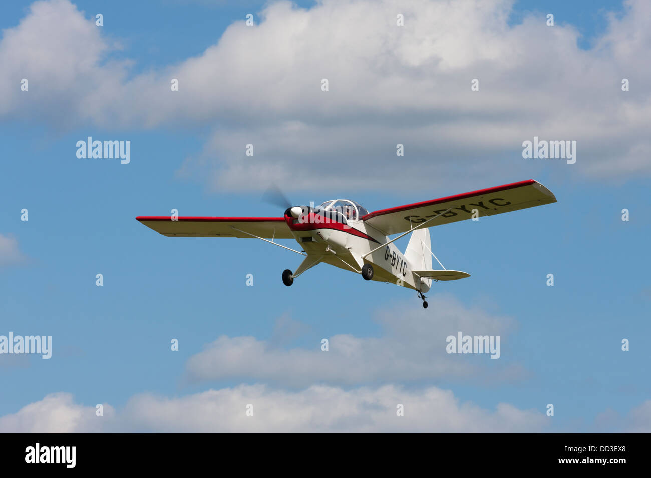 Hapi Cygnet SF-2A G-BYYC on approach to land at Sandtoft Airfield - Stock Image