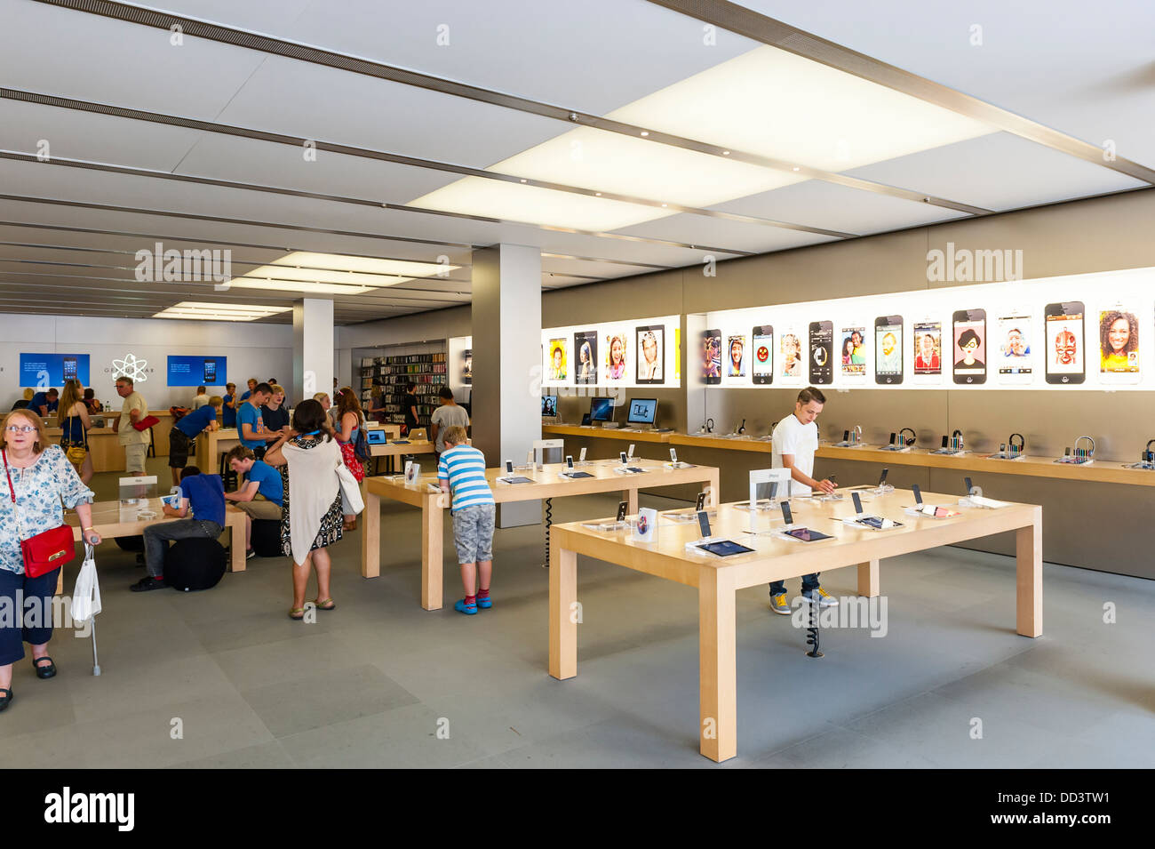 Apple Store Uk Stock Photos & Apple Store Uk Stock Images - Alamy