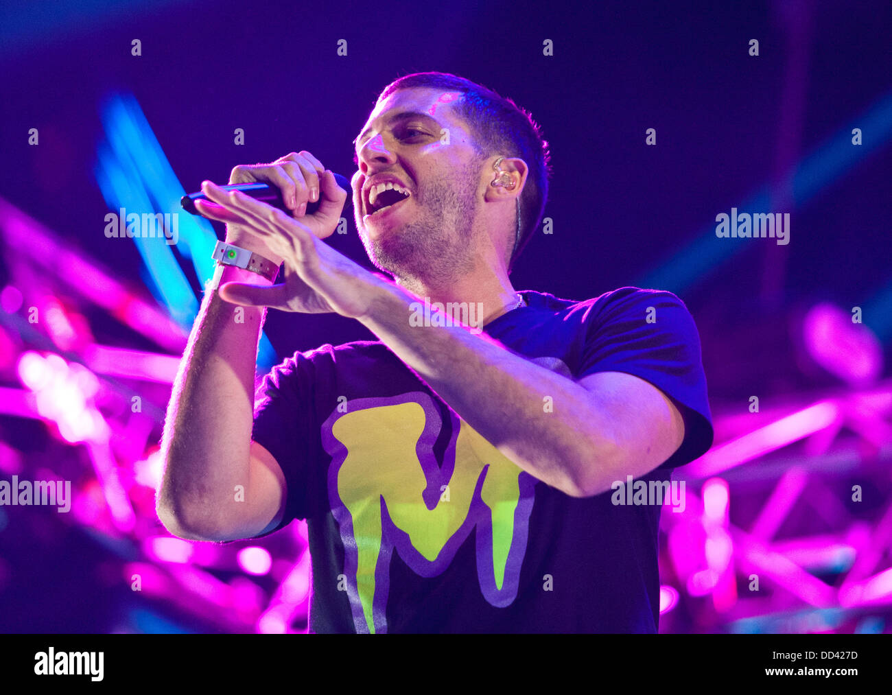Picture by Rob Fisher/Stella Pictures Ltd +44 7450 945824 25/08/2013 'Example' pictured performing during - Stock Image