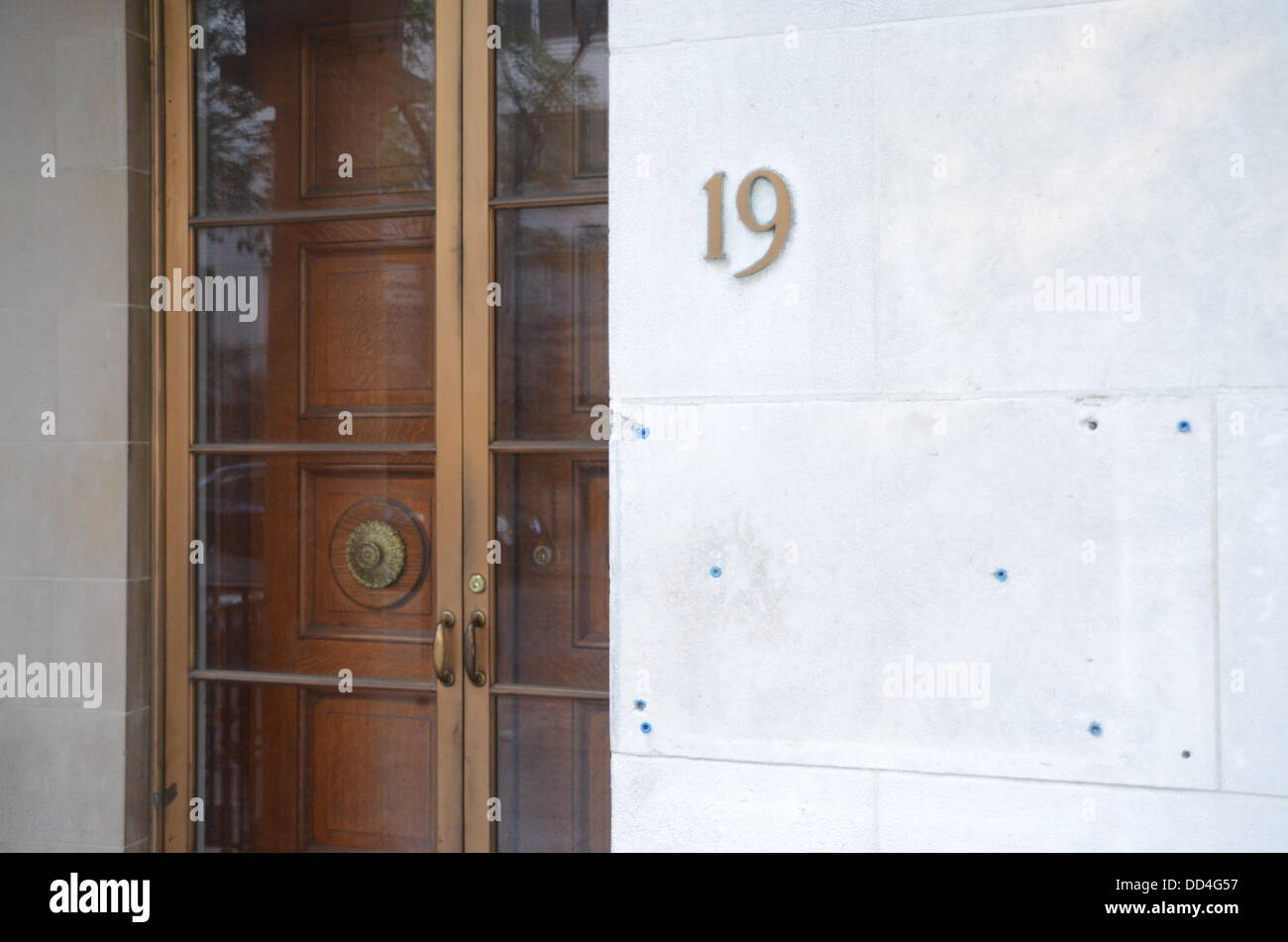 View of the number and the empty name plate of the closed M Knoedler & Co art dealership in New York City, USA, - Stock Image