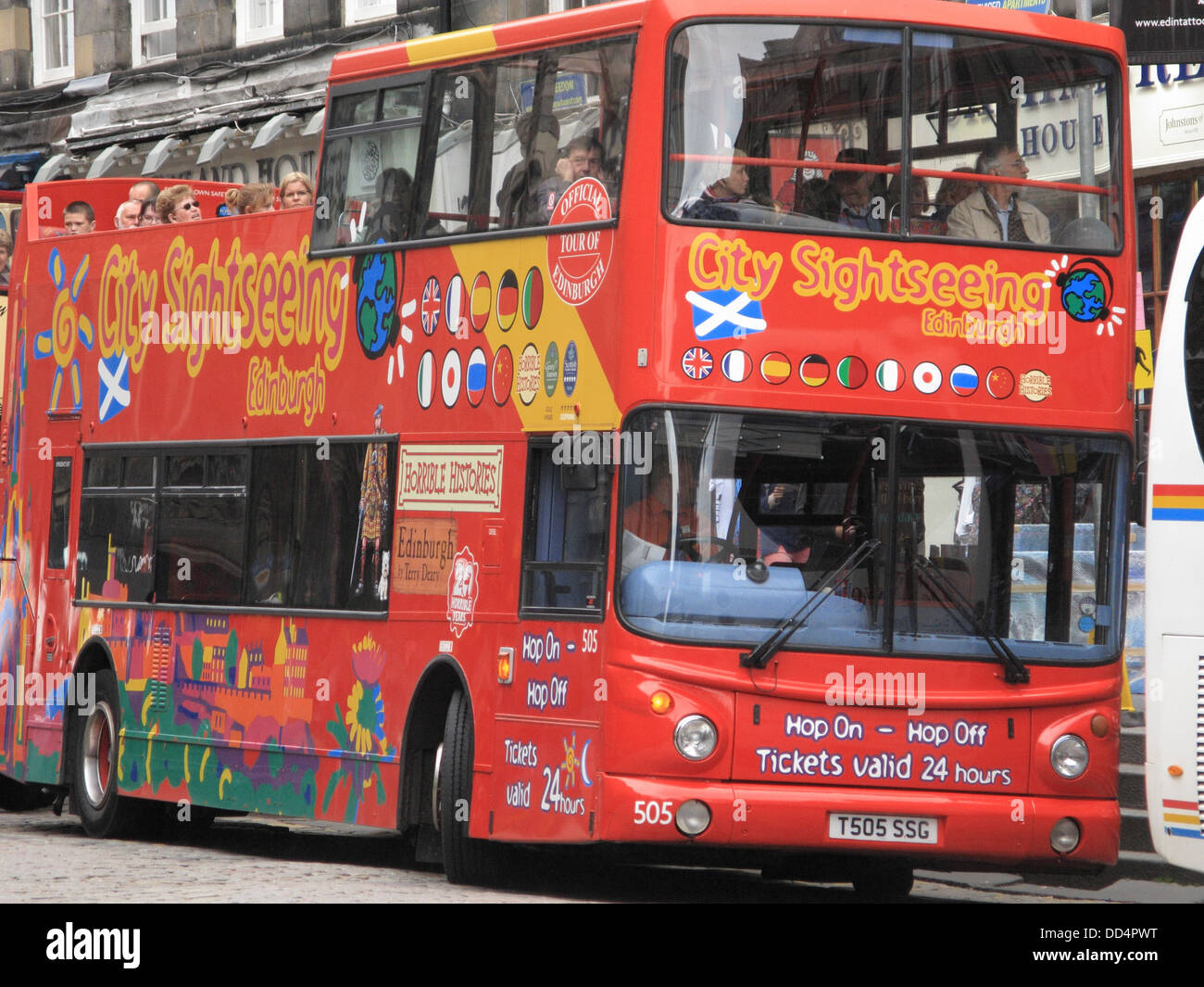Red Doubledecker Sightseeing Tourist Bus, Lawnmarket, The Royal Mile, Edinburgh, Scotland, UK - Stock Image