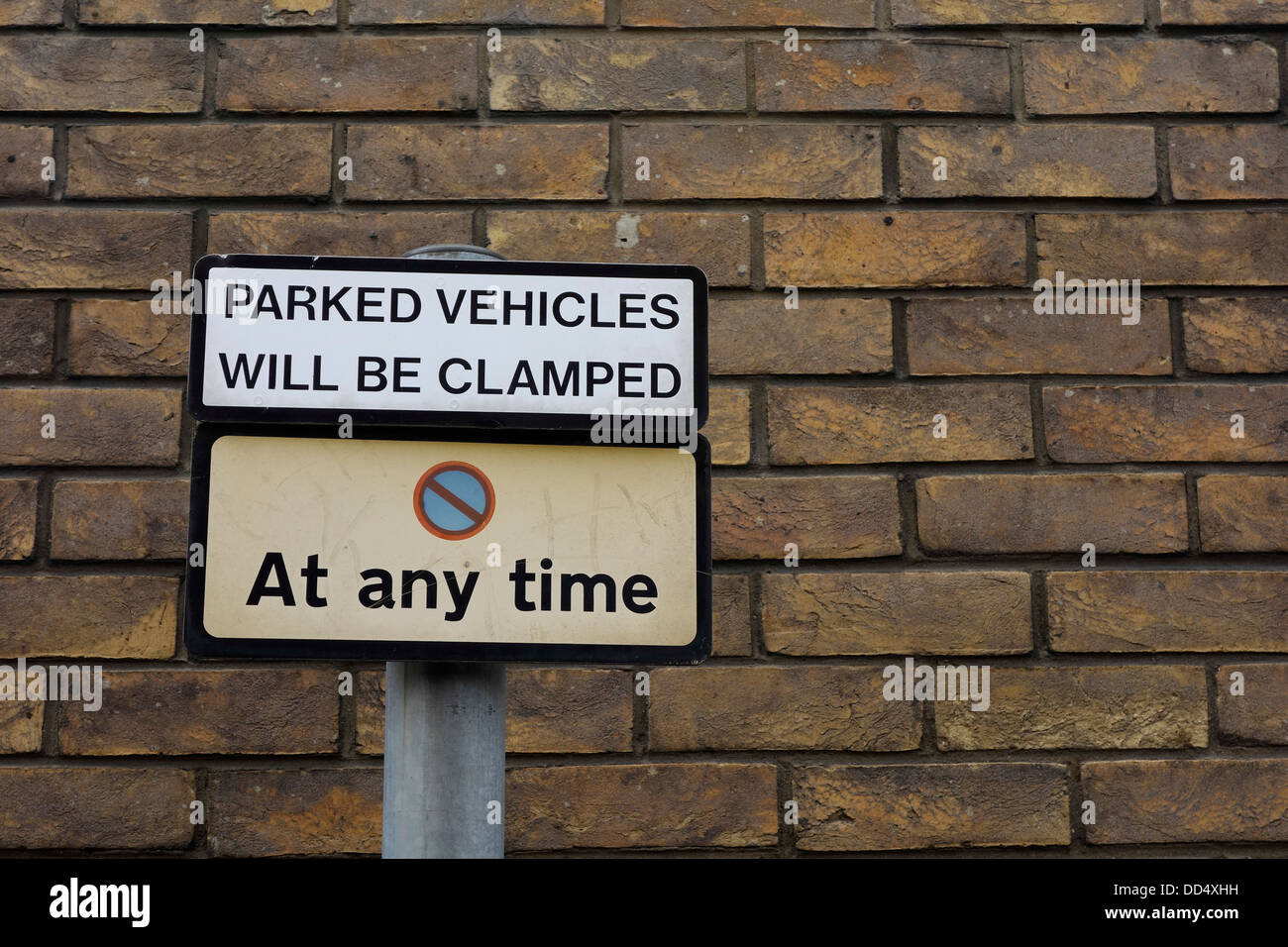 No parking at any time. Parked vehicles will be clamped sign, Belfast - Stock Image