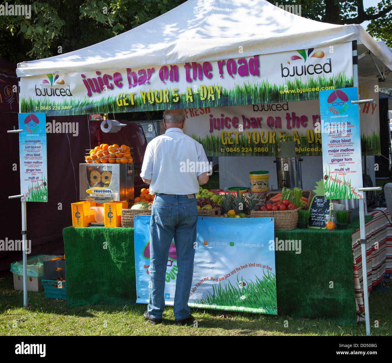 Stonyhurst College, Clitheroe, UK. 26th August, 2013. Purchasing drinks from a Juice Bar at the Great British Food - Stock Image