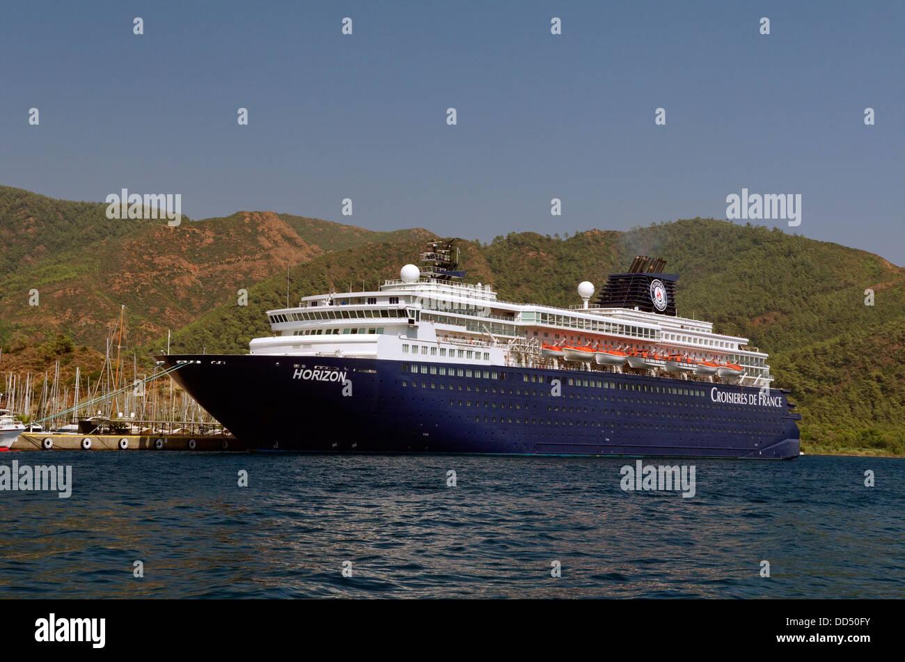Marmaris Cruise Port, Muğla, Turkey, with cruise ship 'Horizon' on the quay - Stock Image