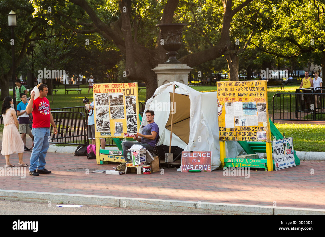 The White House Peace Vigil is an anti-nuclear weapons protest vigil outside the White House, Washington DC - Stock Image