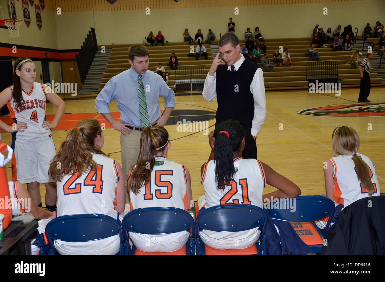 Coach talking his players at a high school basketball game in Fulton, Maryland - Stock Image