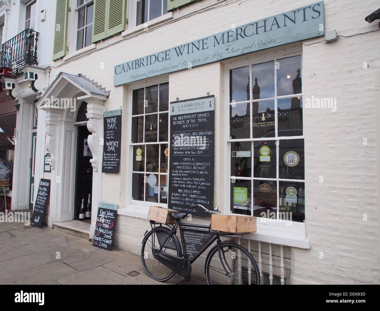 wine shop, Cambridge, England - Stock Image