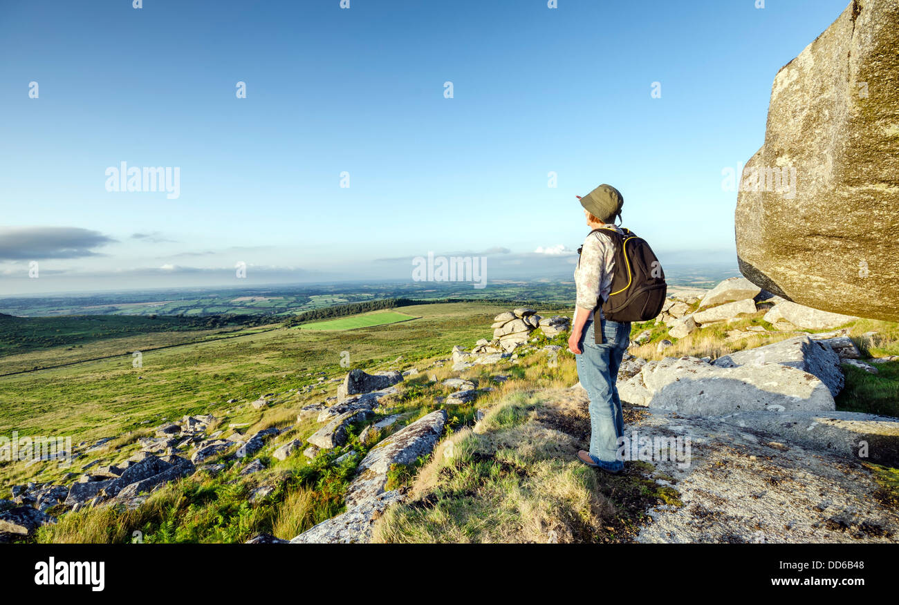 Hiking at Kilmar Toor on Bodmin Moor in Cornwall - Stock Image