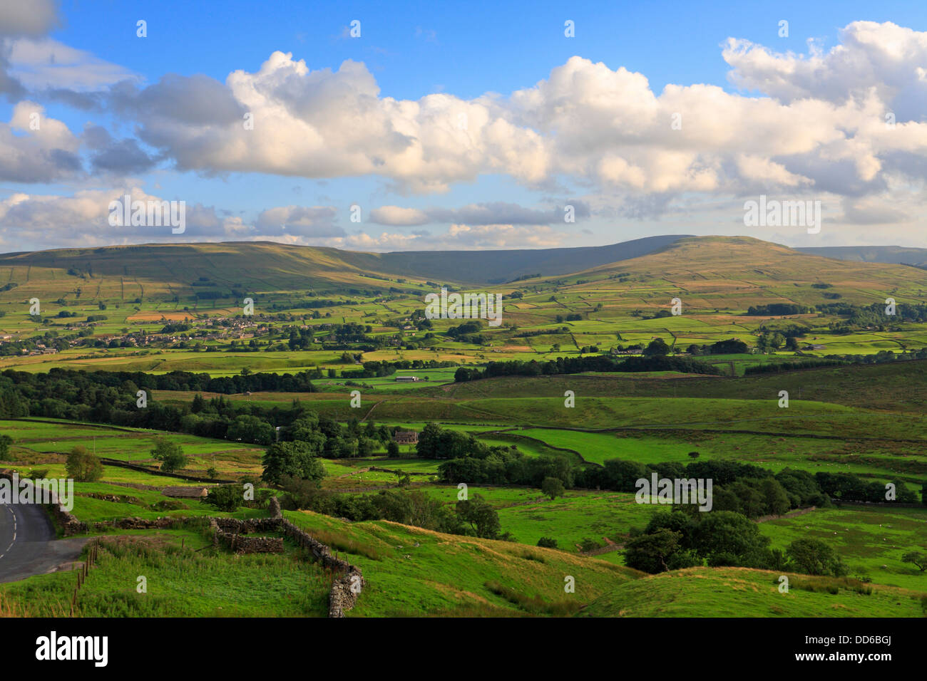 Hawes and Gayle below Dodd Fell and Burtersett High Pastures in Wensleydale, North Yorkshire, Yorkshire Dales National - Stock Image