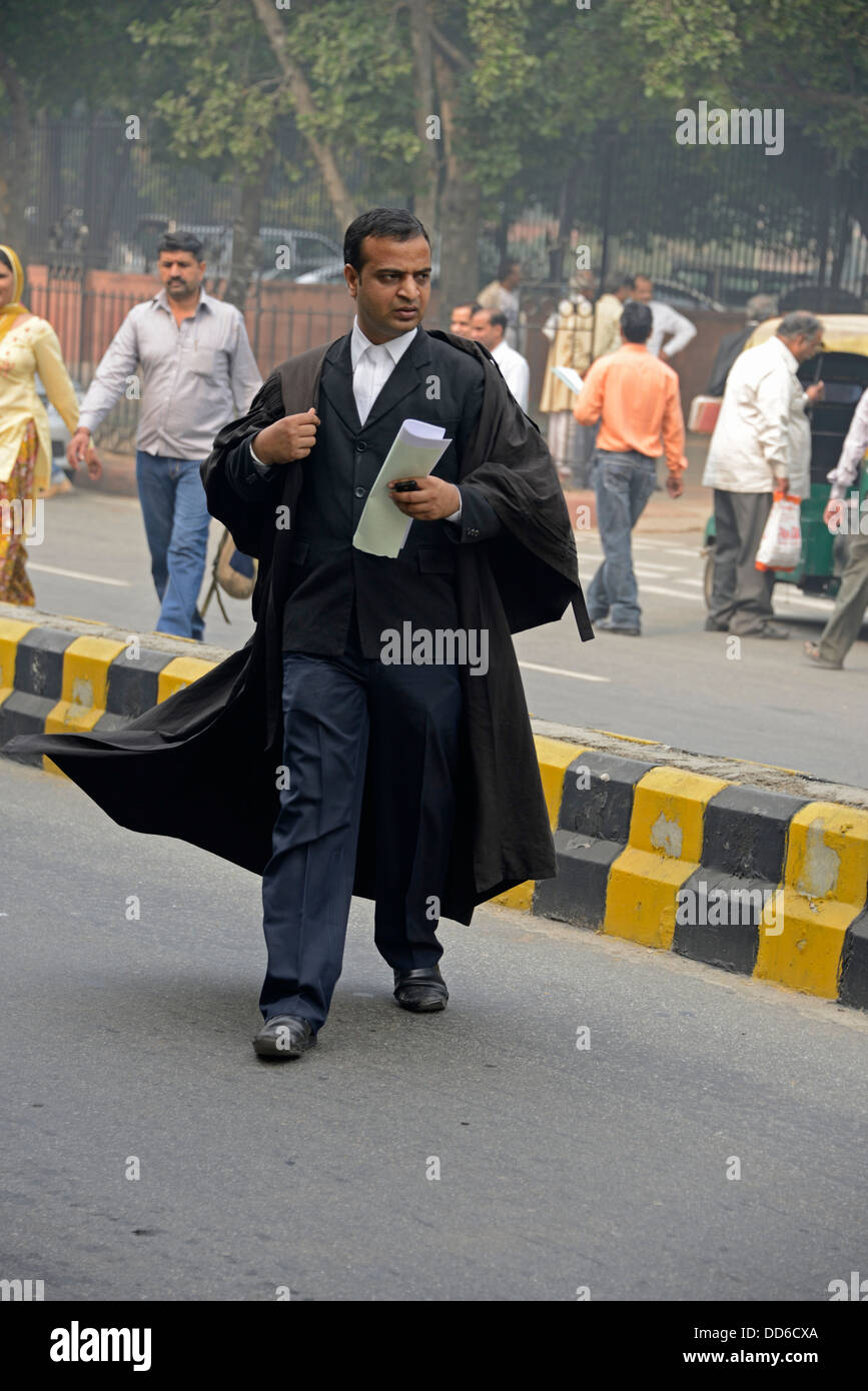An Indian lawyer at the main entrance to the Supreme Court  of India in Janak Puri, New Delhi, India - Stock Image