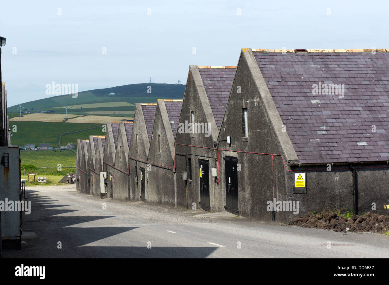 Bonded warehouses at the Highland Park Distillery, Kirkwall, Orkney - Stock Image
