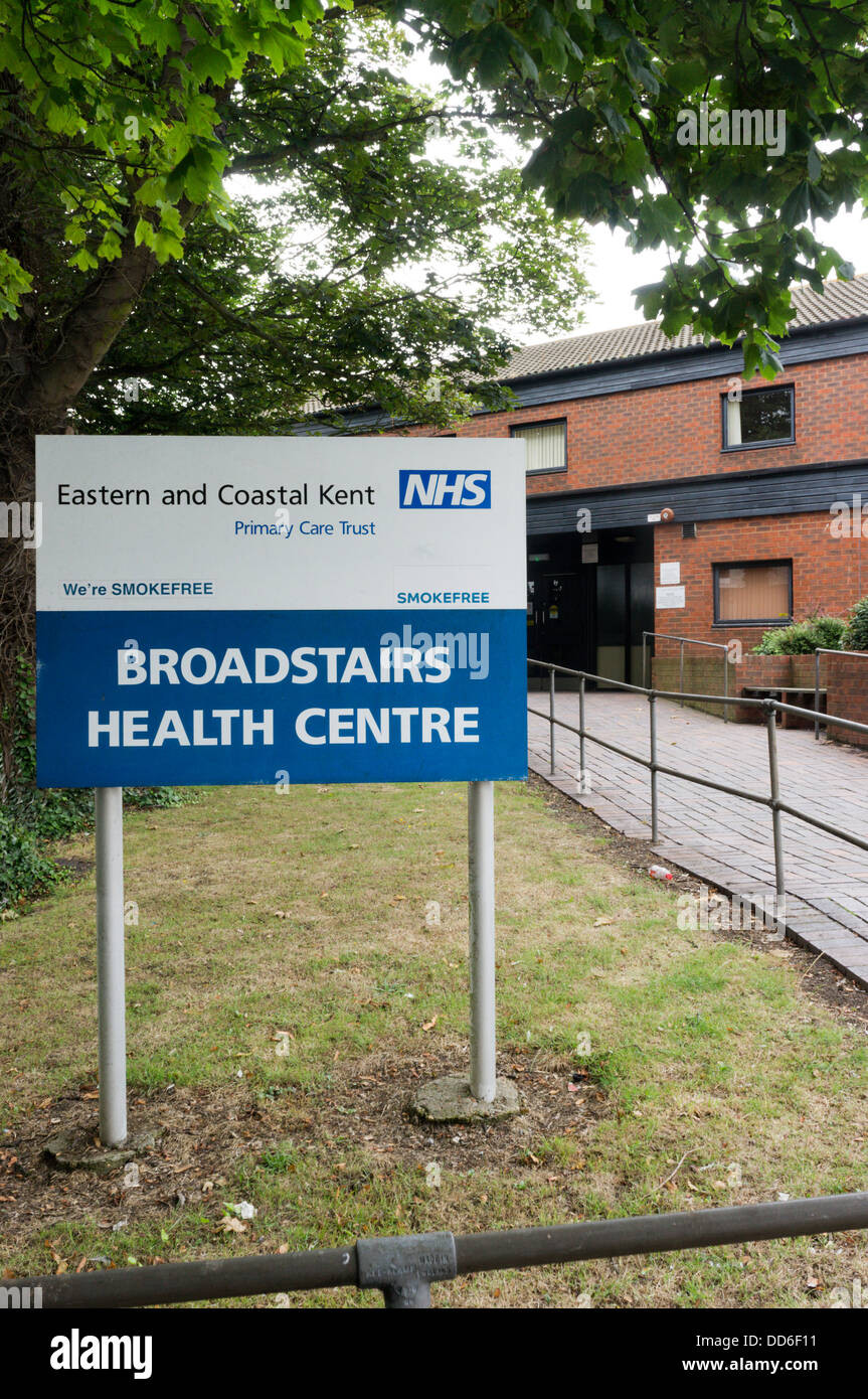 Sign for Broadstairs Health Centre, a part of the Eastern and Coastal Kent Primary Care Trust. - Stock Image
