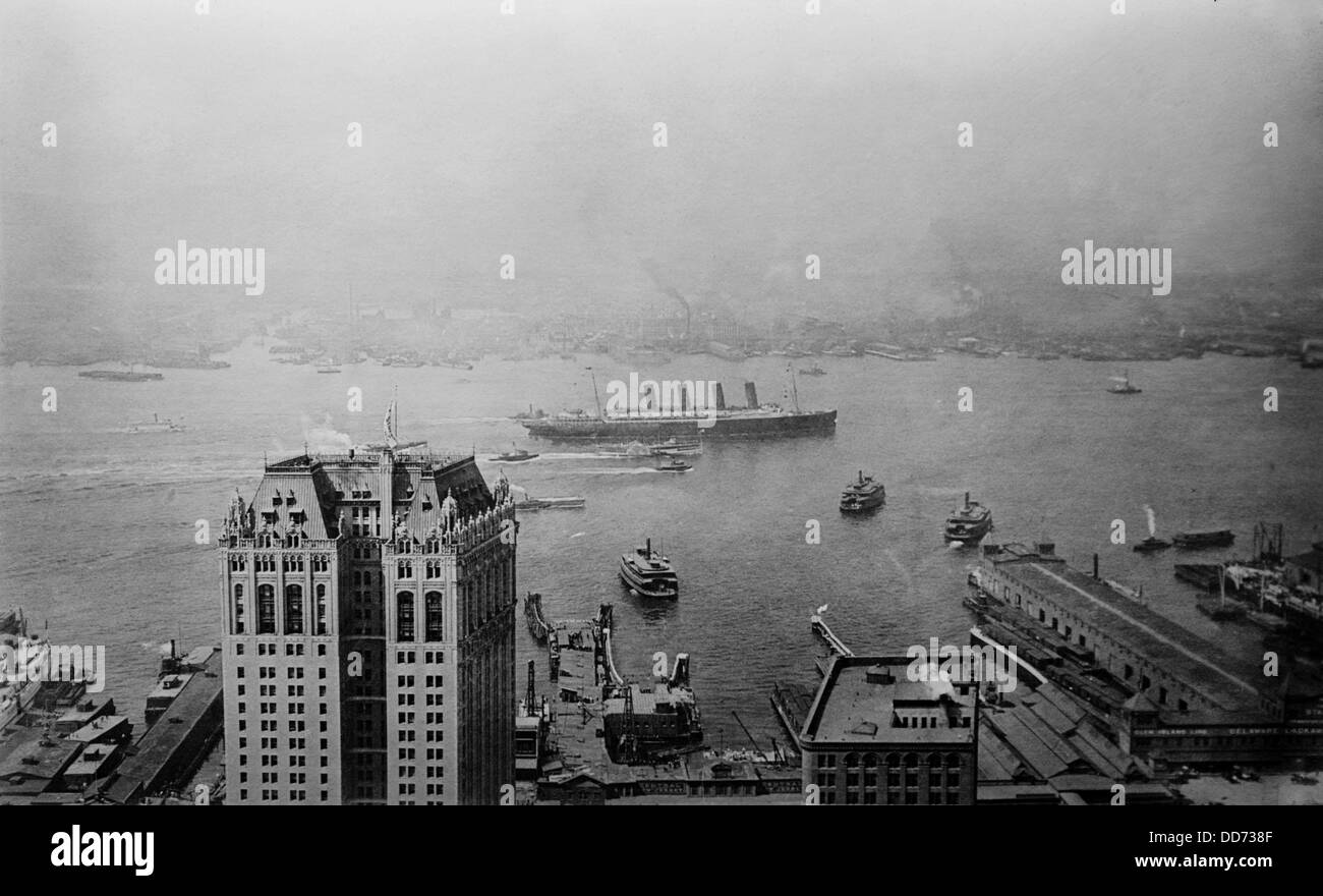 HMS Lusitania arriving in New York harbor as seen from Singer Building. 1908. (BSLOC 2012 4 102) Stock Photo