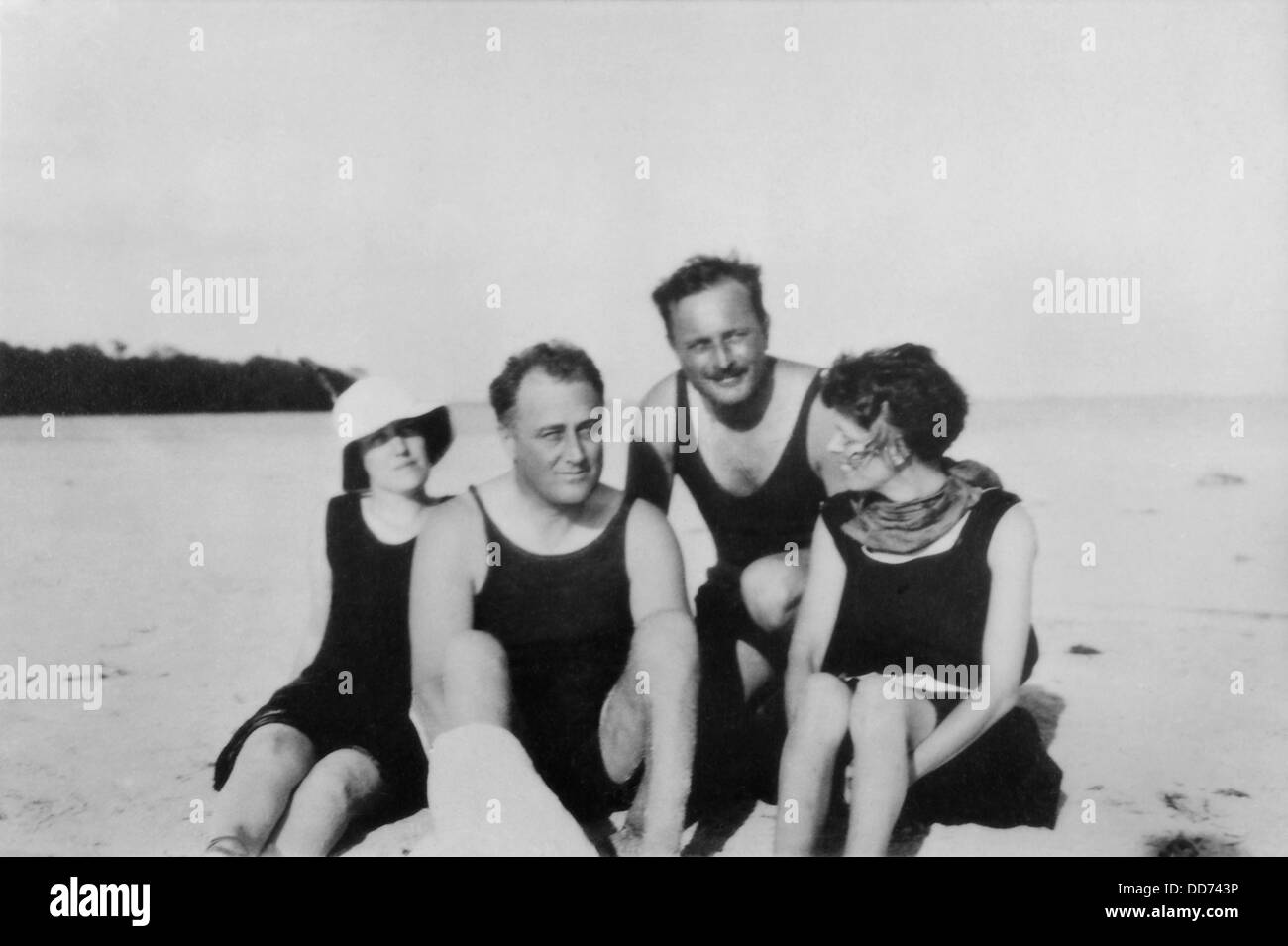 Franklin Roosevelt and Missy Lehand in Florida in 1924. With them is Dutchess County bird watching authority, Maunsell - Stock Image