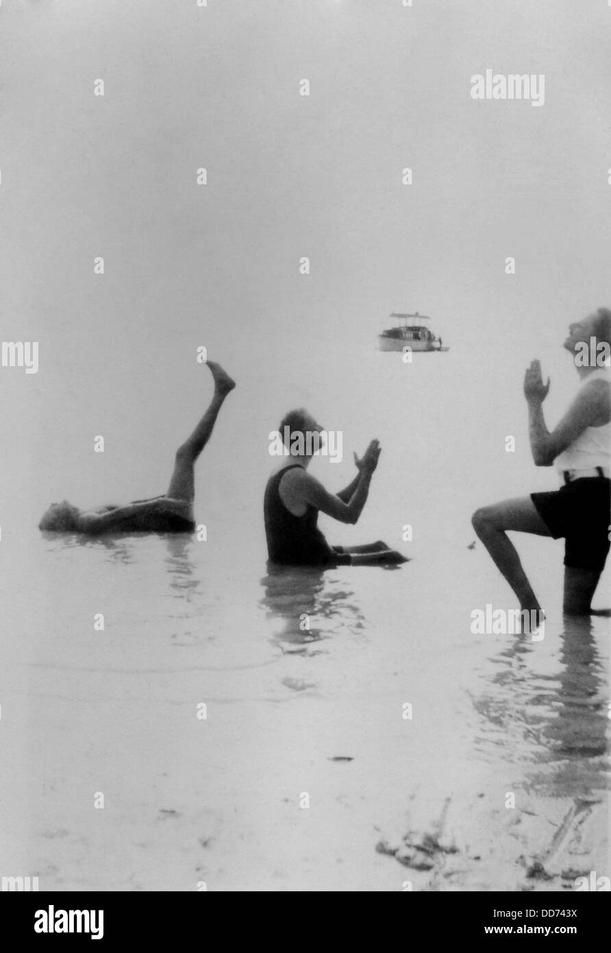Franklin Roosevelt, Maunsell Crosby, and Oswald Mosley in playful poses. Florida 1926. Maunsell Crosby was a expert - Stock Image