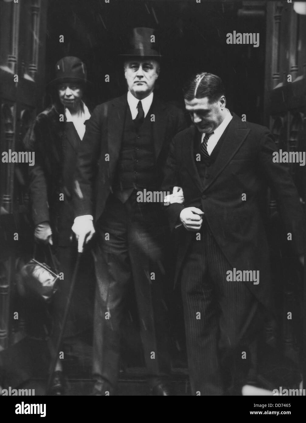 Governor Franklin and Eleanor Roosevelt in Albany. 1929. With them is FDR's sturdy body guard, NYC Policeman, Gus Stock Photo