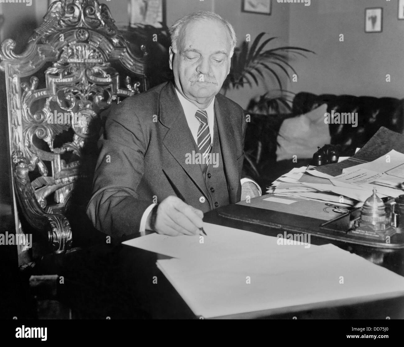 VP Charles Curtis signs $2 billion depression bill, Jan. 22, 1932. It established the Reconstruction Finance Corporation - Stock Image