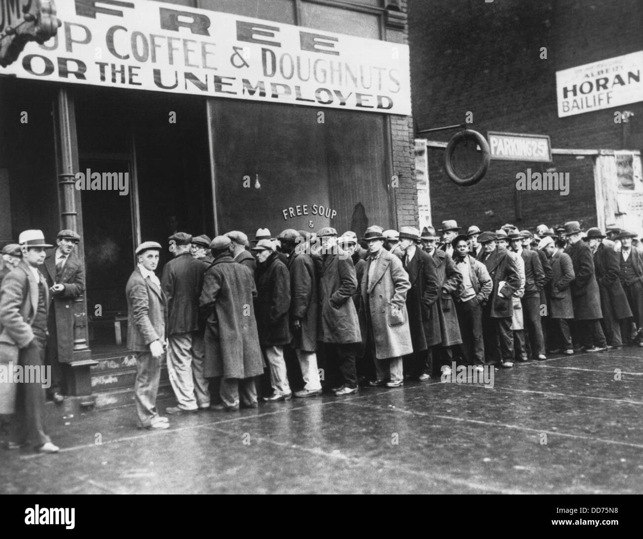 Jobless men in line at a depression era Chicago Soup Kitchen, Feb. 1931. Opened by gangster Al Capone, the storefront - Stock Image