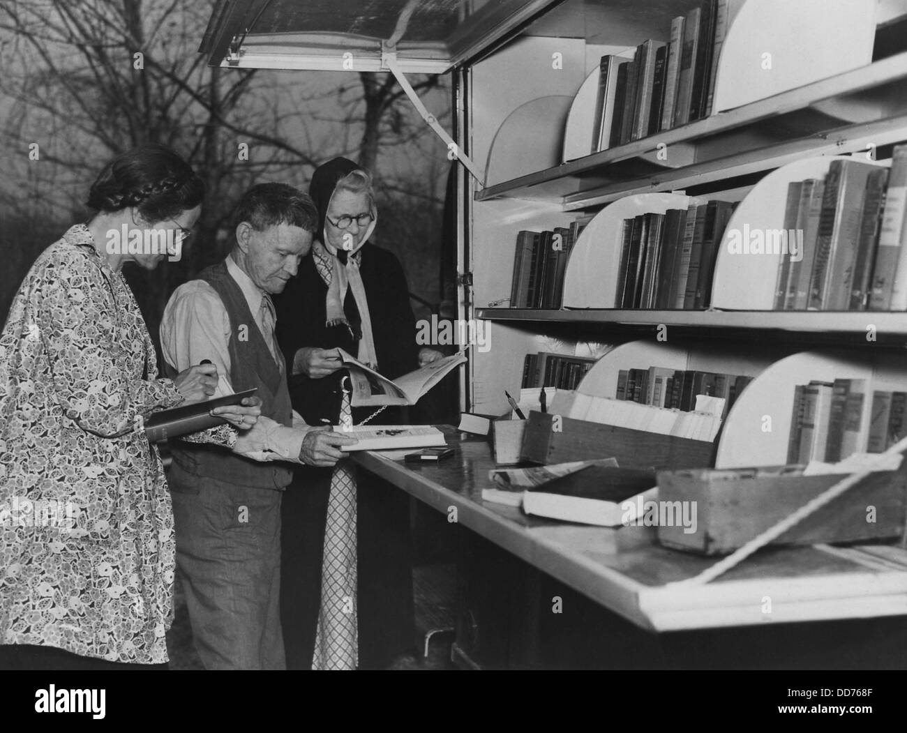 Book borrowers at WPA Library bookmobile, ca. 1930s. Location unknown. (BSLOC_2013_7_90) - Stock Image