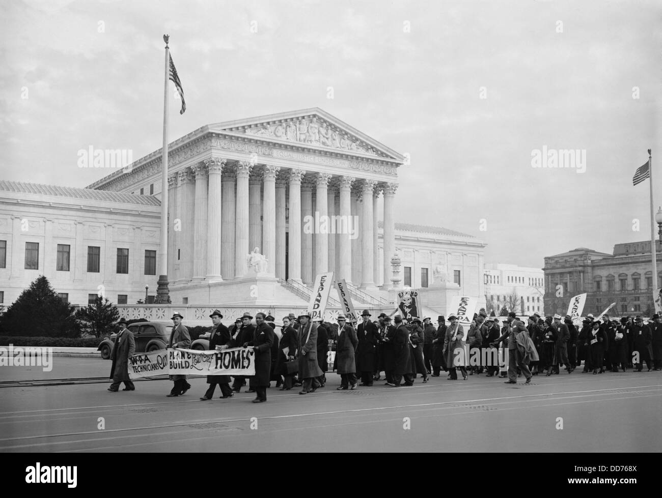 WPA protest march in front of the U.S. Supreme Court, Jan. 16, 1937. A multiracial group of men and women demonstrated - Stock Image
