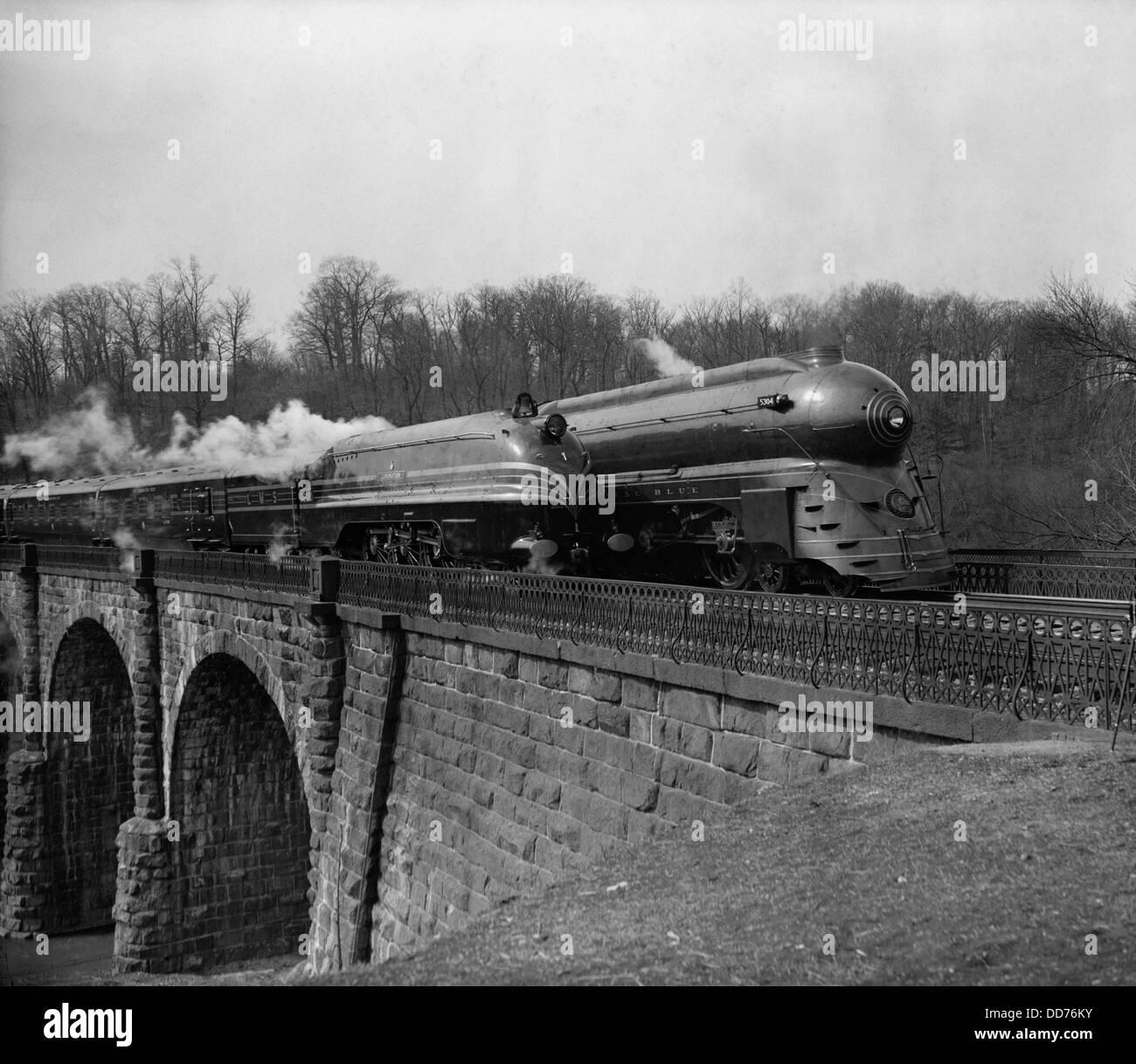 Two streamlined 1930s locomotives, near Washington, D.C. (BSLOC_2013_8_194) - Stock Image