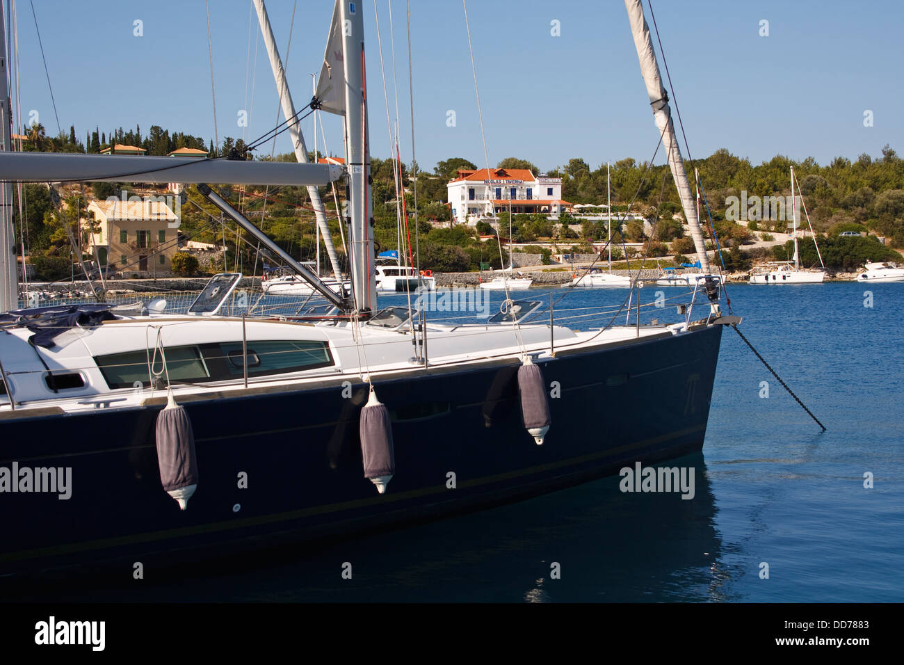 Boats in the harbour at Fiskardo, on the Greek island of Kefalonia. - Stock Image