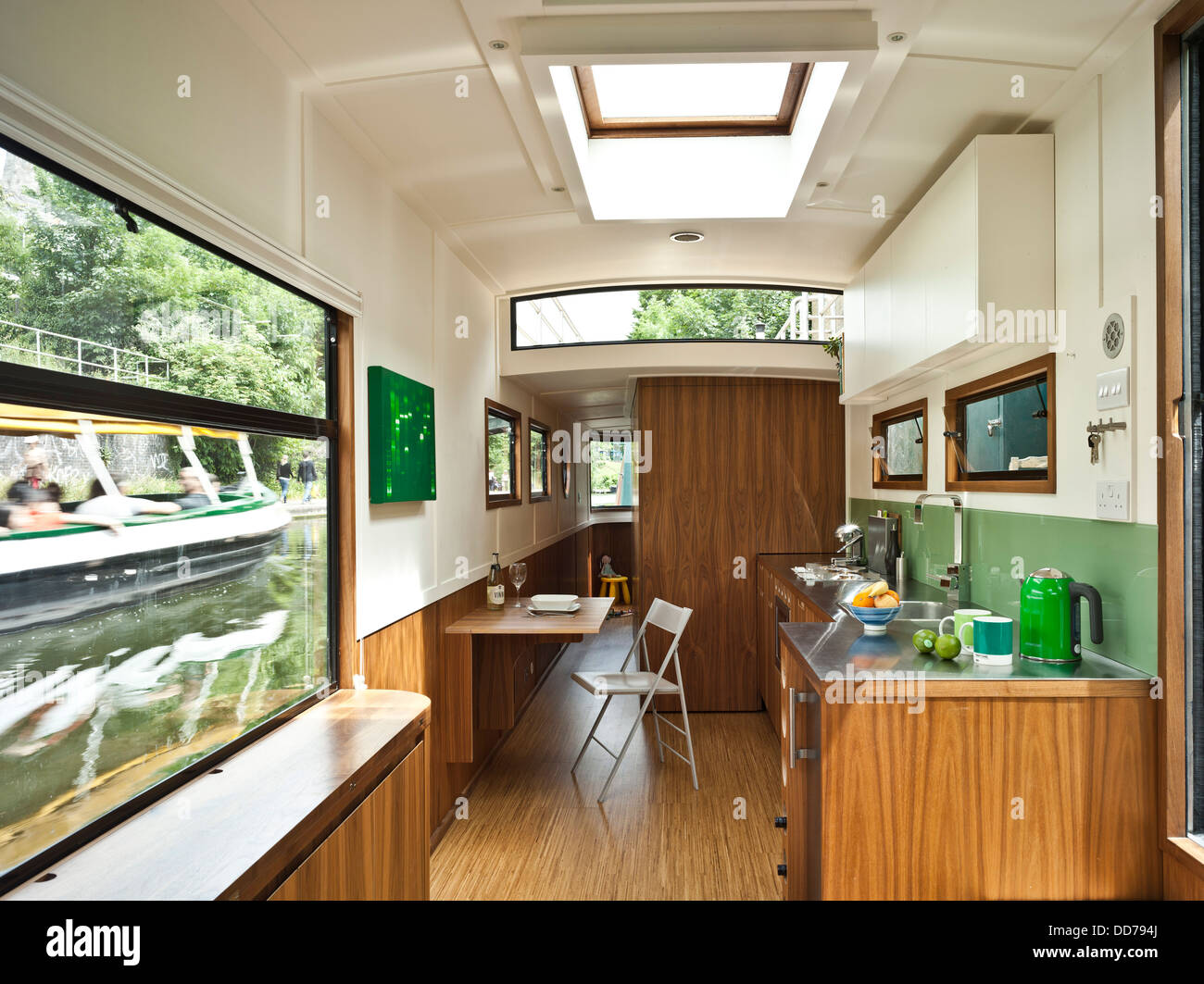 Narrowboat, London, United Kingdom. Architect: Pete Young, 2013 ...