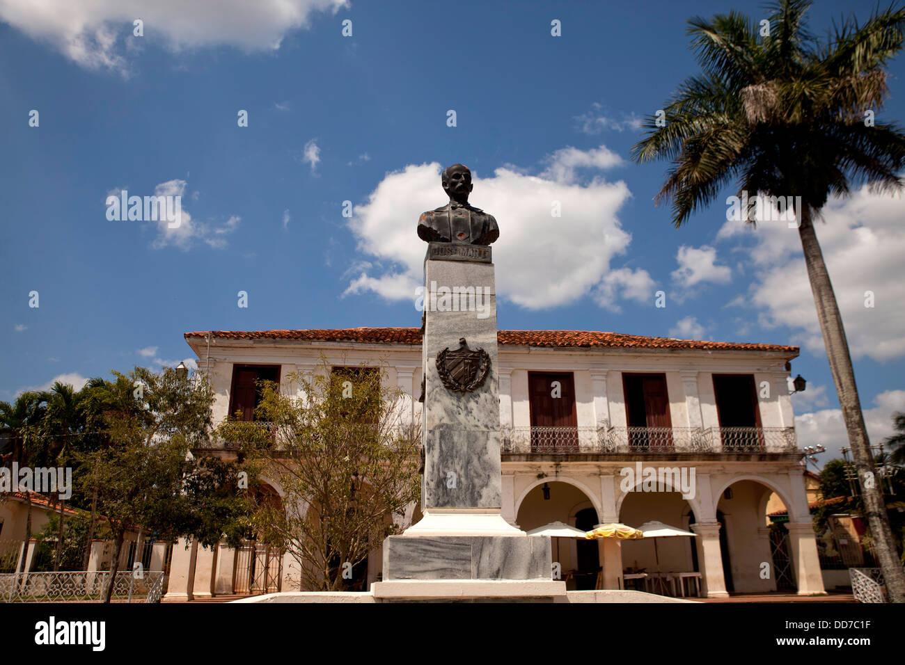 statue of Jose Marti and Casa de Cultura in Vinales, Vinales Valley, Pinar del Rio, Cuba, Caribbean - Stock Image