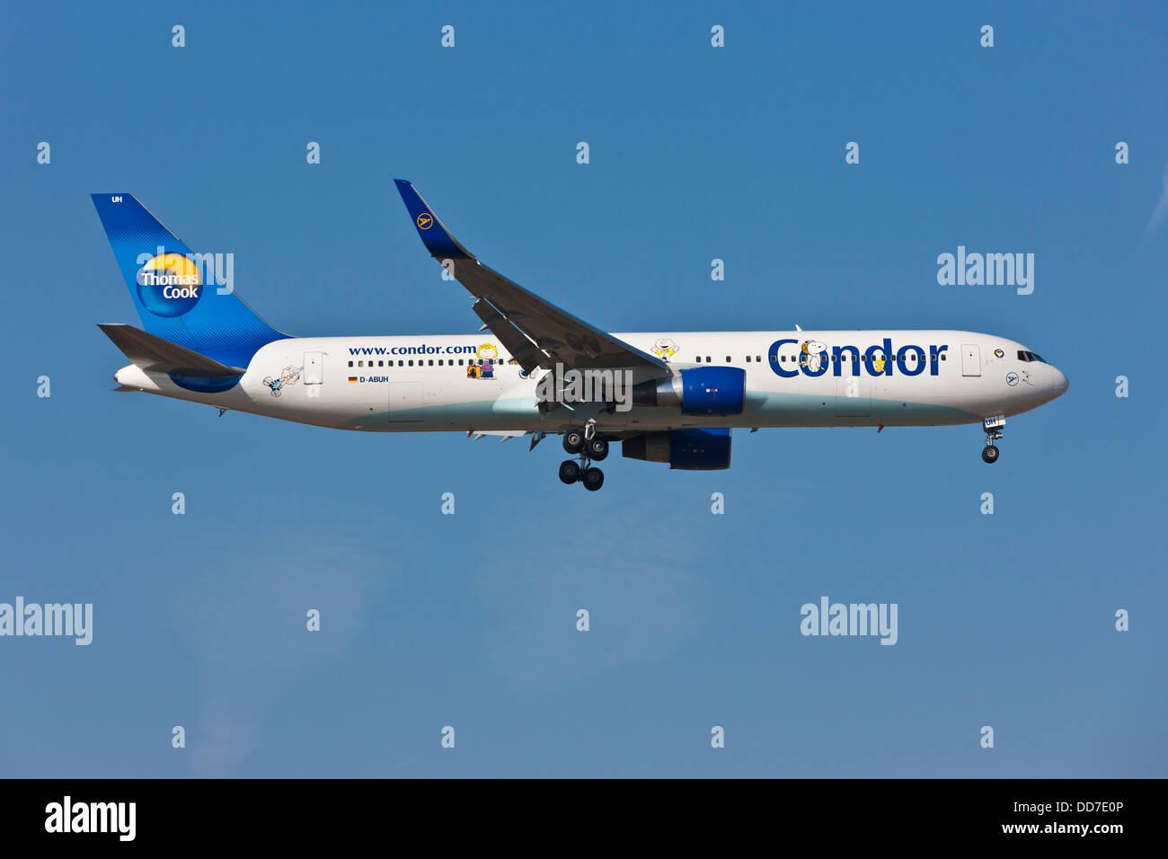 Germany, Hesse, Aeroplane landing at airport - Stock Image