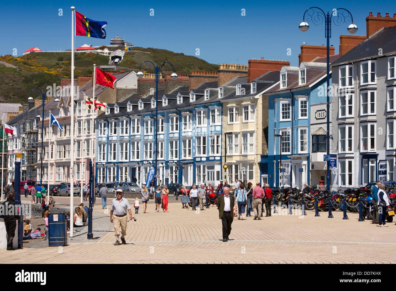 UK, Wales, Ceredigion, Aberystwyth, visitors on Marine Terrace promenade - Stock Image