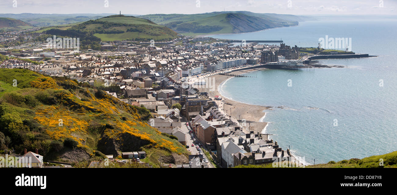 UK, Wales, Ceredigion, Aberystwyth, elevated panoramic view of town from Constitution Hill - Stock Image