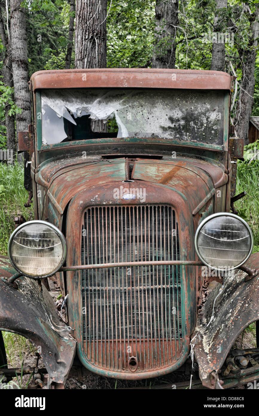 USA, Washington, Stehekin. Rusted vintage car on the Buckner Orchard and Homestead. - Stock Image